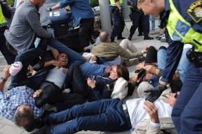 محتجون إيرانيون في ستوكهولم يرفضون زيارة ظريف