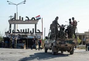 جنود النظام السوري وسط خان شيخون بعد السيطرة عليها يوم الخميس