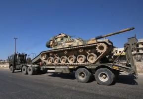جانب من رتل تعزيزات عسكرية تركية
