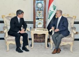وزير الخارجية العراقي مجتمعا مع القائم بالاعمال الاميركي لدى بغداد براين مكفيترز