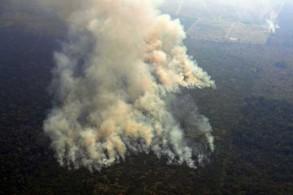 صورة جوية في ولاية روندونيا البرازيلية تظهر الحرائق في غابات الأمازون بتاريخ 23 أغسطس 2019