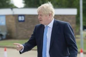 رئيس الوزراء البريطاني بوريس جونسون خلال زيارته مركز بحوث الطاقة الاندماجية في مركز كولهام للعلوم في أوكسفوردشير بتاريخ 8 أغسطس 2019