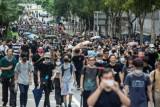 محتجو هونغ كونغ يتظاهرون لتأكيد سلمية تحركهم
