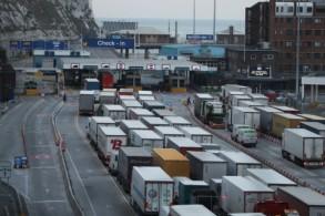 معلومات تفيد بأن 85% من الشاحنات التي تعبر عادة النفق بين بريطانيا وفرنسا قد لا تكون مستعدة لمرحلة خروج لندن من الاتحاد الاوروبي من دون اتفاق