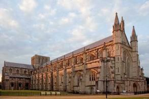 كاتدرائية وينشستر واحدة من أكبر الكاتدرائيات في أوروبا