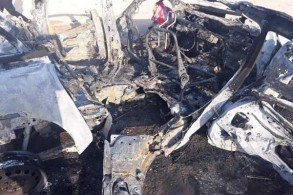 آثار قصف طائرة مسيّرة لعجلات للحشد الشعبي في محافظة الأنبار على الحدود مع سوريا