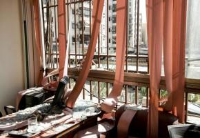 أضرار داخل أحد مكاتب المركز الإعلامي لحزب الله ناجمة عن سقوط طائرة استطلاع إسرائيلية بعد انفجارها فجر الأحد في 25 أغسطس 2019