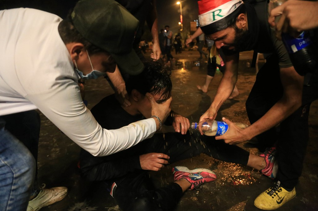 هذه أسلحة العراقيين بوجه القنابل المسيلة للدموع