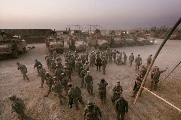 مغادرة قوات أميركية للعراق... وبريطانيا تسحب نصف قواتها