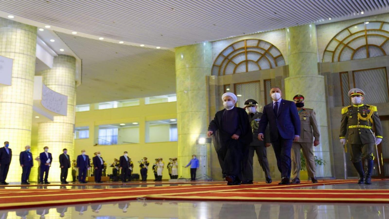الكاظمي مع روحاني خلال زيارته الى طهران الصيف الماضي