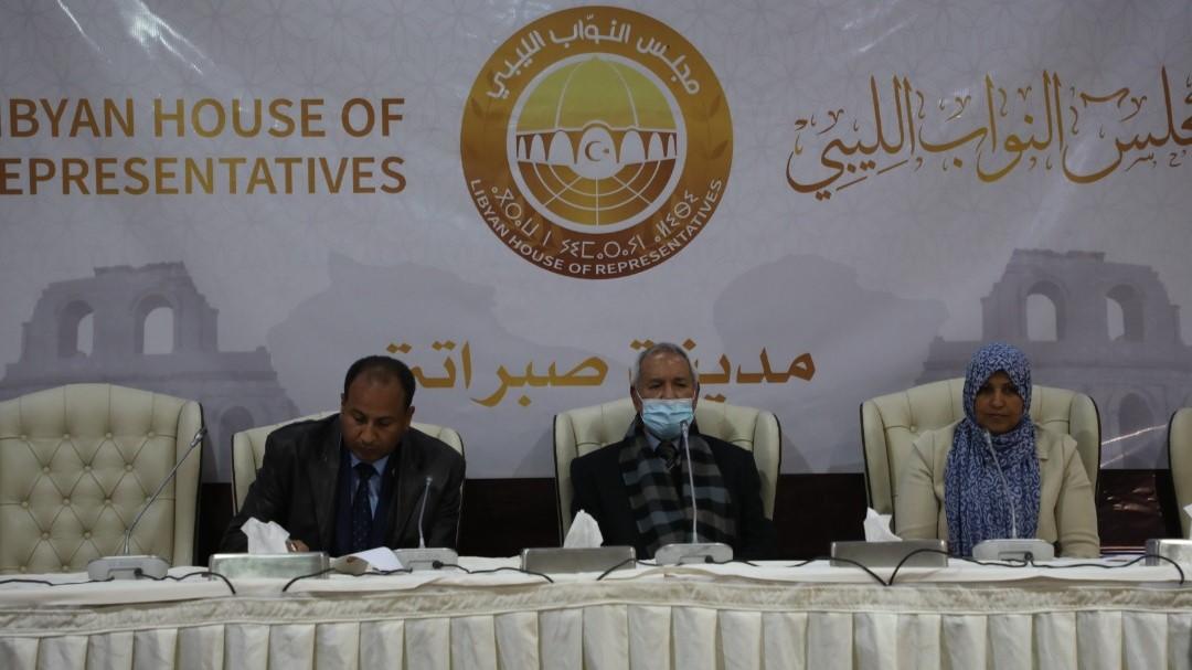 أعضاء مجلس النواب الليبي مجتمعون في صبراتة الإثنين