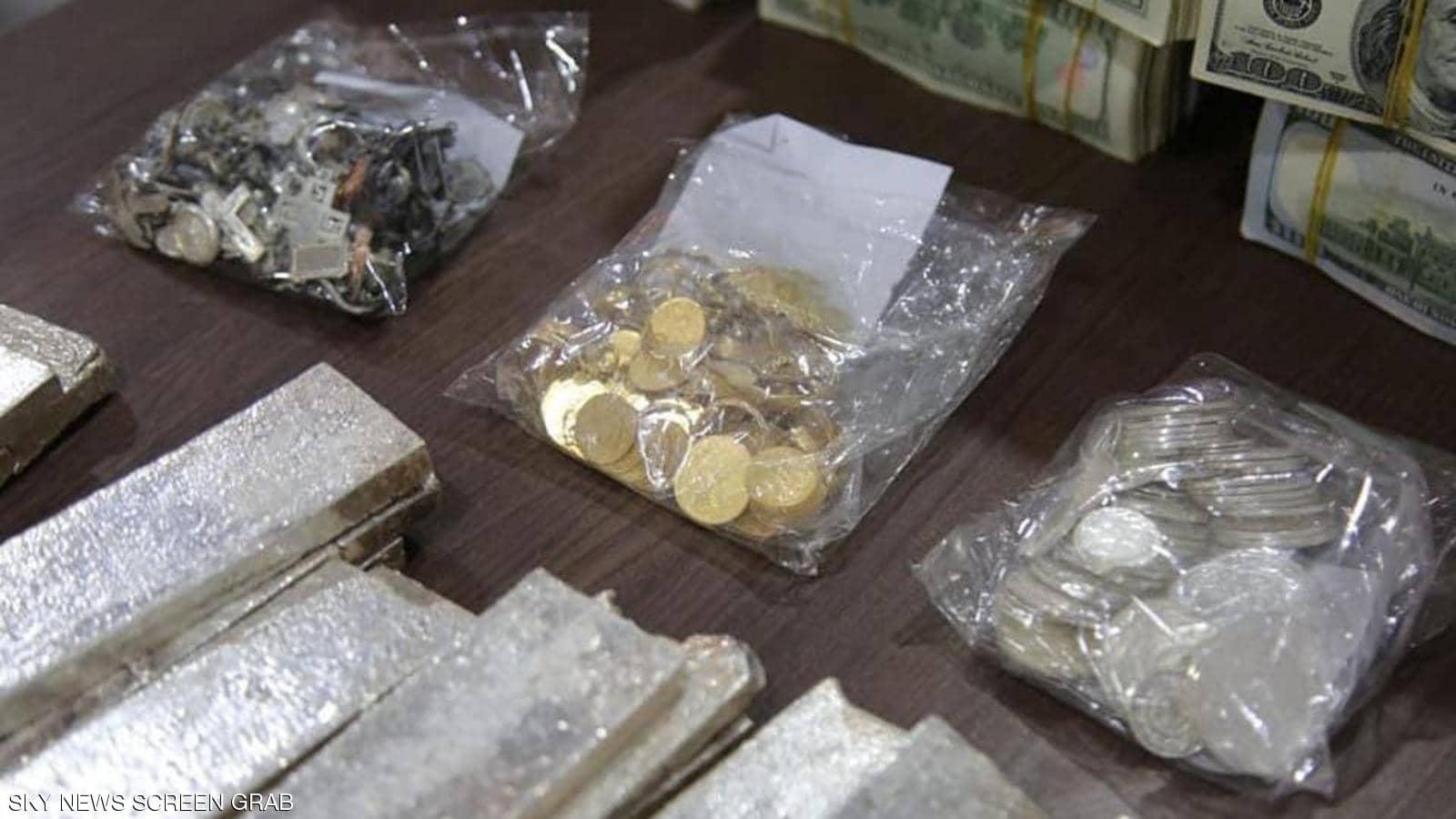 عملات ورقية ومعدنية وفضة وذهب مخلفات داعش في الموصل