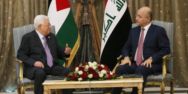 الرئيسان العراقي برهم صالح والفلسطيني محمود عباس خلال لقاء سابق