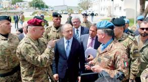 وزير الدفاع اللبناني يرفض الحديث عن «الجيش قوة وحيدة... مادام هناك أطماع إسرائيلية»