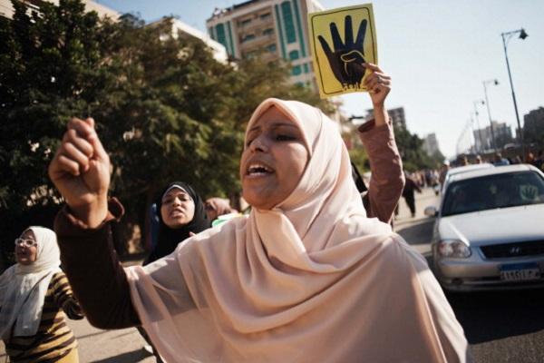 الإخوان لن يعترفوا بالدستور إلا بعودة مرسي