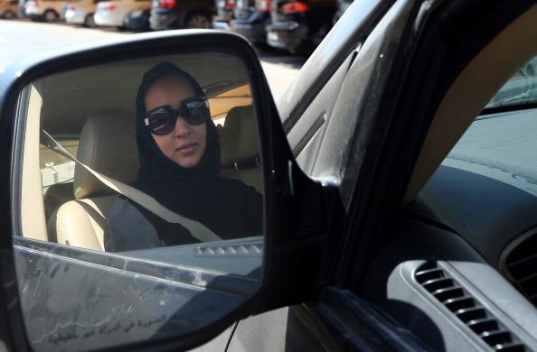 ناشطة سعودية داخل سيارتها