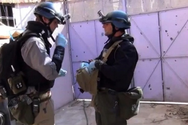 خبراء يحققون في موقع تعرض لهجوم كيميائي قرب دمشق