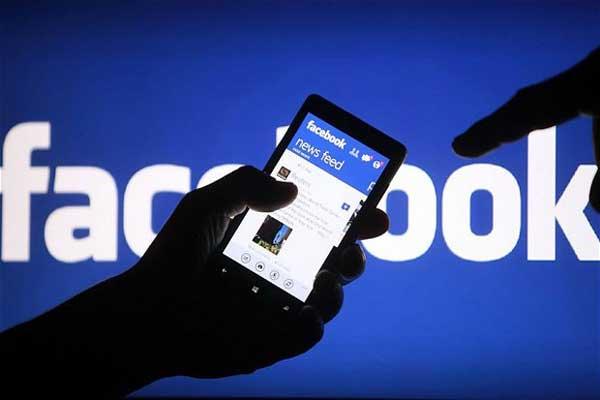 فايسبوك تستأثر بالحصة الأكبر من الإعلانات على الهواتف الذكية
