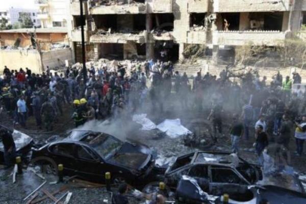 آثار التفجير قرب السفارة الإيرانية في بيروت
