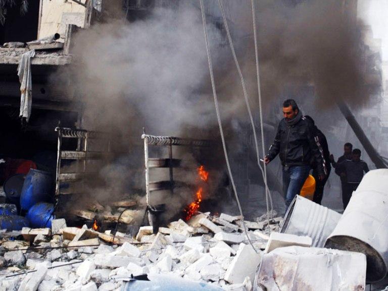 جانب من الخراب الذي خلفته غارات طائرات الأسد على مدينة حلب