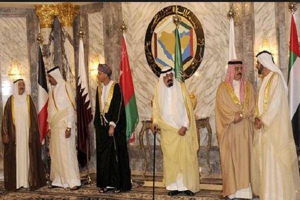 قادة عدد من الدول في قمة سابقة