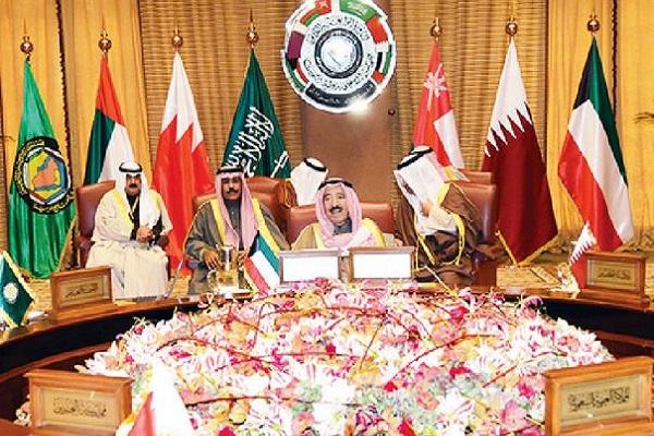 أمير الكويت يترأس القمة