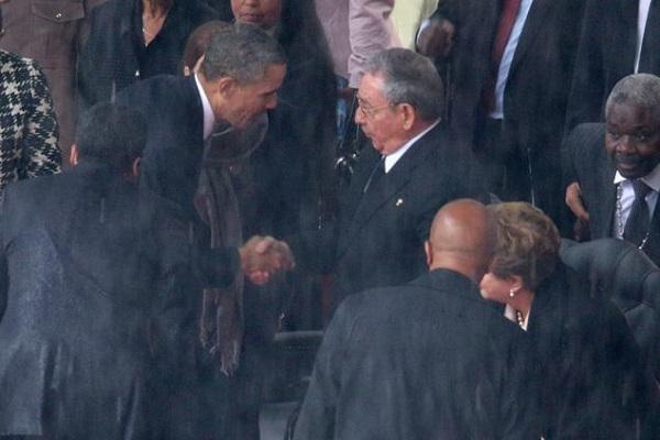 مصافحة تاريخية بين أوباما وكاسترو