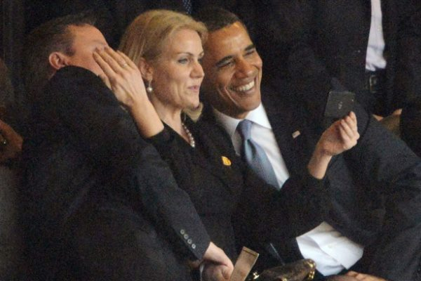 شميدت وأوباما وكاميرون يتصورون