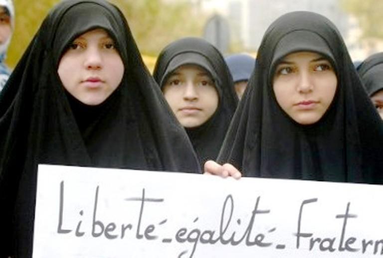 توجه لإلغاء الحظر المفروض على الحجاب في فرنسا