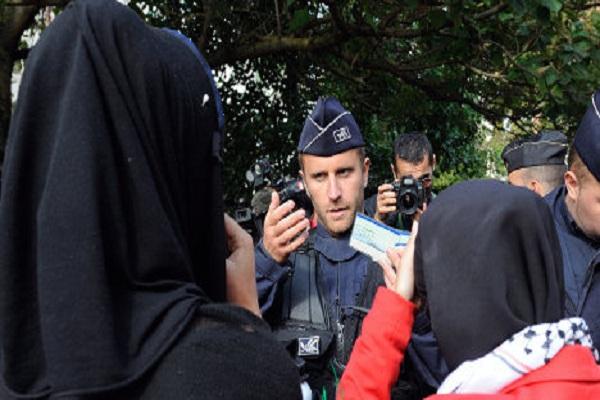 محاكمة فتاة فرنسية لارتدائها النقاب