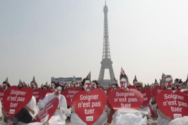 متظاهرون ينددون بمشروع إقرار الموت الرحيم في باريس