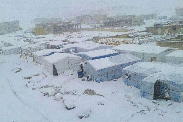 خيم اللاجئين السوريين في عرسال خلال العاصفة