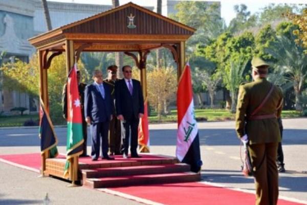 رئيس الوزراء العراقي نوري المالكي (يمين) ونظيره الأردني عبدالله النسور