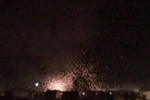 اثار التفجيرات تتطاير في مخيم ليبرتي