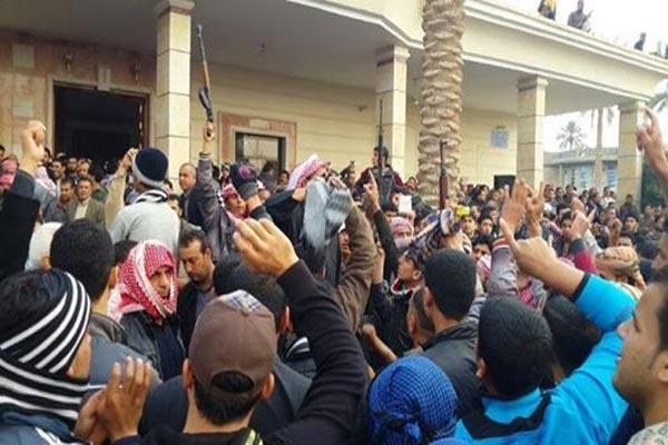 تظاهرة مسلحة في مضيف البو علوان في الرمادي