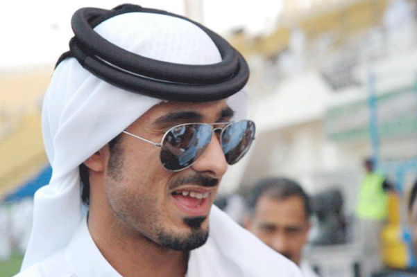 فيديو لشقيق أمير قطر يحبس صحافيين أردنيين