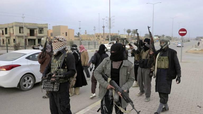 مسلحو العشائر وسط مدينة الفلوجة