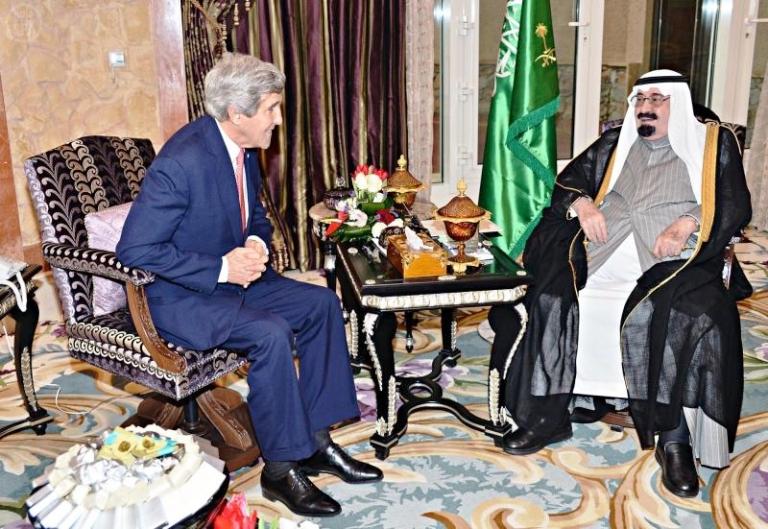 الملك عبد الله يستقبل كيري في روضة خريم بالرياض