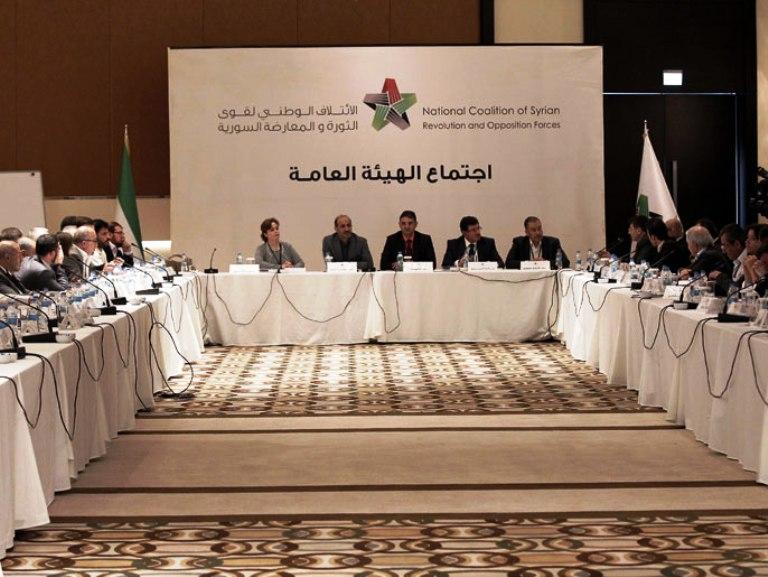 الجربا وجاموس حافظا على منصبيهما في قيادة الائتلاف السوري المعارض