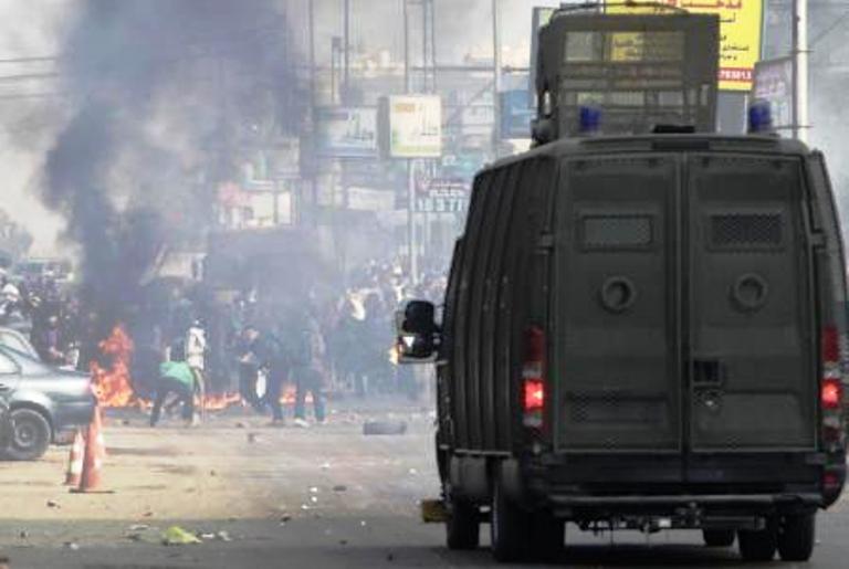 اشتباكات للأمن مع انصار مرسي في مدينة نصر شرق القاهرة يوم الجمعة