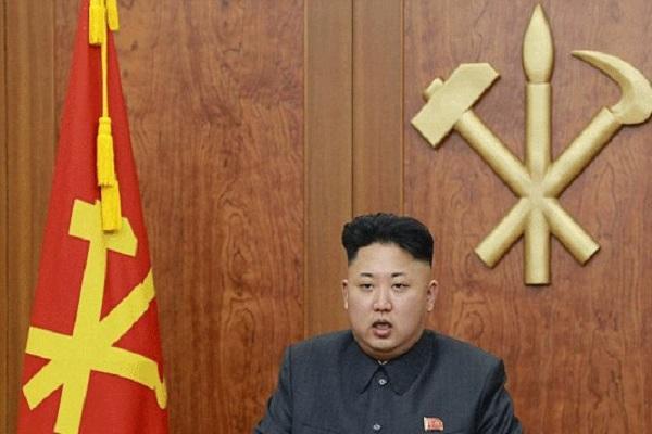كيم جونغ - اون خلال ظهوره على شاشة التلفزة