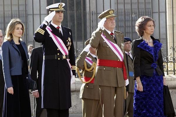 الملك خوان كارلوس والملكة صوفيا وولي العهد فيليبي وزوجته