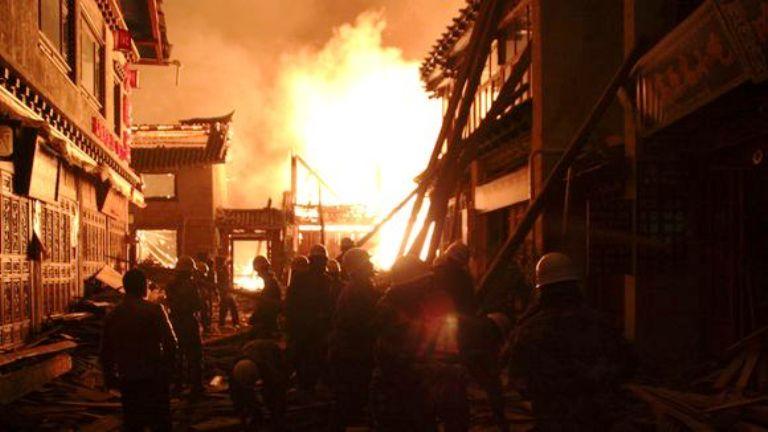 أكثر من ألف شخص ساهموا في إطفاء الحريق