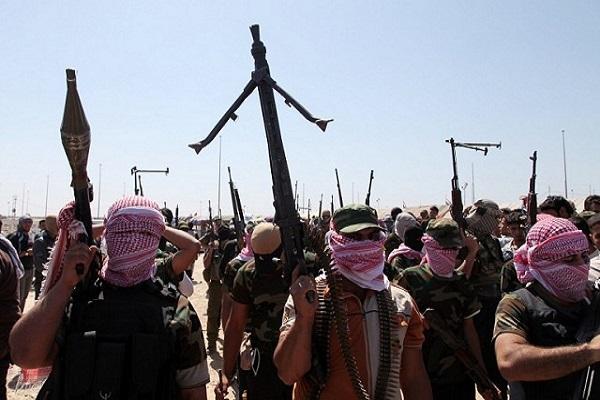 مسلحون يتظاهرون في الانبار