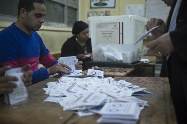 فرز الأصوات في أحد مراكز الاقتراع