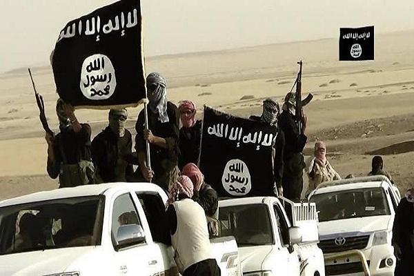 عناصر من مقاتلي دولة العرق والشام الاسلامية