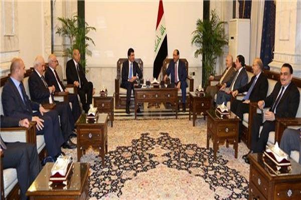 نجيرفان بارزاني ونوري المالكي واعضاء وفديهما خلال اجتماعهم في بغداد