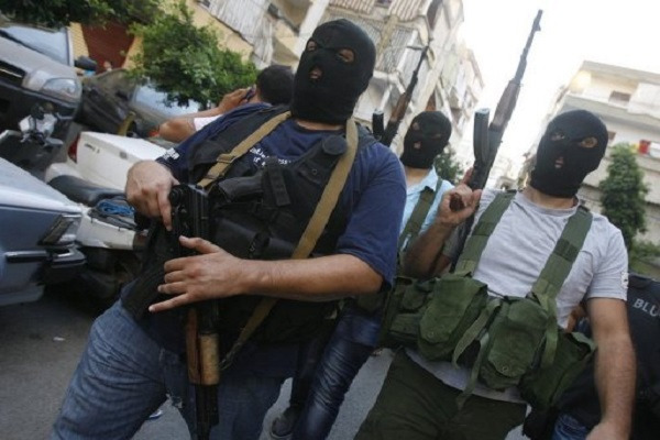 مسلحون في إحدى ضواحي بيروت