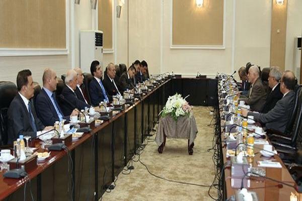 وفدا حكومتي بغداد واربيل خلال اجتماعهما في بغداد