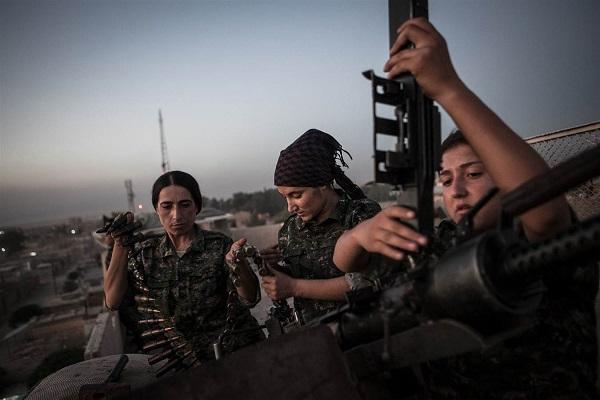 المقاتلات الكرديات على جبهة القتال